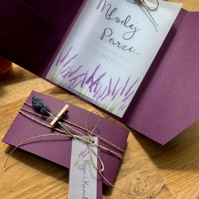 KARTKA ŚLUBNA LAVENDOWE LOVE, ręcznie robiona, fioletowa koperta, z kieszonką, życzeniami i kalką